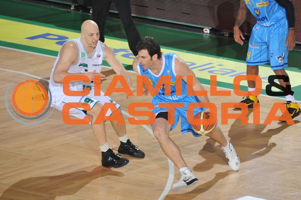 DESCRIZIONE : Treviso Lega A 2010-11 Benetton Treviso Vanoli Braga Cremona <br /> GIOCATORE : Jasmin Perkovic<br /> SQUADRA : Benetton Treviso Vanoli Braga Cremona<br /> EVENTO : Campionato Lega A 2010-2011 <br /> GARA : Benetton Treviso Vanoli Braga Cremona<br /> DATA : 23/04/2011<br /> CATEGORIA : Palleggio<br /> SPORT : Pallacanestro <br /> AUTORE : Agenzia Ciamillo-Castoria/M.Gregolin<br /> Galleria : Lega Basket A 2010-2011 <br /> Fotonotizia : Treviso Lega A 2010-11 Benetton Treviso Vanoli Braga Cremona<br /> Predefinita :