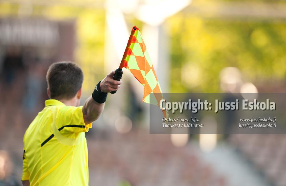 Avustava erotuomari. HJK - FC Lahti. Suomen Cup. Helsinki 26.5.2011. Photo: Jussi Eskola