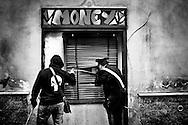 Napoli, Italia - 5 maggio 2010. Carabinieri mentre effettuano controlli durante un'operazine anticamorra. I Carabinieri hanno arrestato durante un blitz notturno a Miano (periferia nord di Napoli) 17 persone affiliate al clan della camorra dei Lo Russo. Gli arestati sono accusati di associazione per delinquere di stampo mafioso, traffico di armi e droga.<br /> Ph. Roberto Salomone Ag. Controluce<br /> ITALY - Carabinieri operation on May 5, 2010 lead to the arrest of 17 people linked to camorra mafia organisation of Lo Russo.
