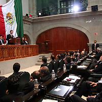 Toluca, Mex.- Enrique Peña Nieto, gobernador del estado, rinde su tercer informe de gobierno en el recinto legislativo de la entidad. Agencia MVT / Luis Enrique Hernandez V. (DIGITAL)<br /> <br /> <br /> <br /> NO ARCHIVAR - NO ARCHIVE