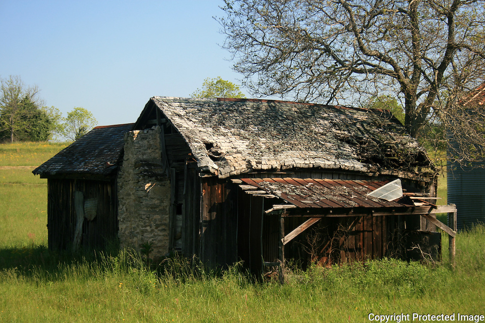 Abandoned tobacco barn in the Georgia countryside