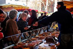 UK ENGLAND LONDON 16MAR07 - Shoppers sample pastries on a stall at the historic Borough Market in Southwark, London. ..jre/Photo by Jiri Rezac..© Jiri Rezac 2007..Contact: +44 (0) 7050 110 417.Mobile:  +44 (0) 7801 337 683.Office:  +44 (0) 20 8968 9635..Email:   jiri@jirirezac.com.Web:    www.jirirezac.com..© All images Jiri Rezac 2007 - All rights reserved.