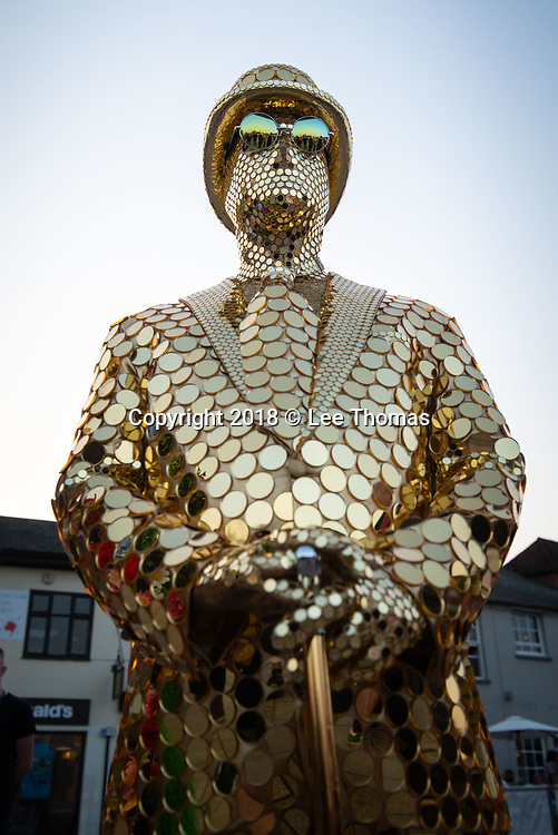 Stratford-Upon-Avon, Warwickshire, UK. 20th April 2018.  The UK's first National Living Statue Championship attracts artists worldwide. Stratford-upon-Avon plays host to the UK's first National Living Statue Championship on 20-22 April as part of the annual Shakespeare's birthday celebrations in the Warwickshire town. A brand-new highlight of the extended three-day extravaganza, the Championship provides a fantastic opportunity for professional and junior Living Statues to pitch against the competition to win a cash prize. The competition runs on Saturday 21 April and Sunday 22 April in Bancroft Gardens and has two categories – professional (first prize £5000) and junior (first prize £50). Professionals will need to complete at least five 45-minute performances over the weekend, with juniors carrying out four 30-minute performances during the Championship. Pictured: Visitors are treated to a pre-competition showing of the competitors in front of the world famous RSC theatre. // Lee Thomas, Tel. 07784142973. Email: leepthomas@gmail.com  www.leept.co.uk (0000635435)