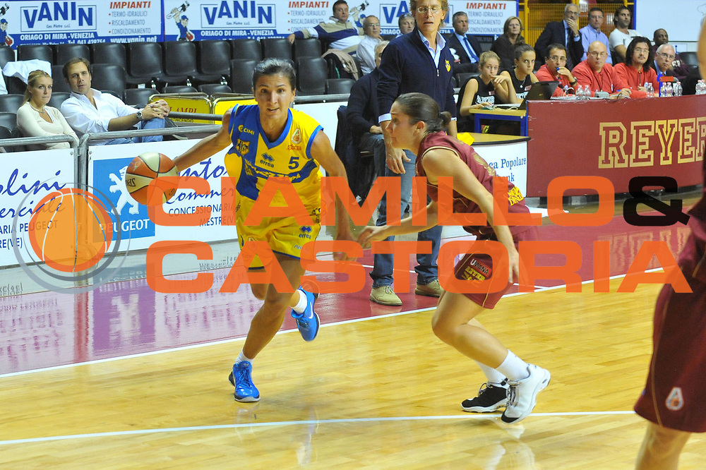 DESCRIZIONE : Venezia Lega A1 Femminile 2010-11 Q-Round Umana Reyer Venezia Lavezzini Parma<br /> GIOCATORE :Maria Chaira Franchini<br /> SQUADRA : Lavezzini Parma<br /> EVENTO : Campionato Lega A1 Femminile 2010-2011<br /> GARA : Umana Reyer Venezia Lavezzini Parma<br /> DATA : 15/10/2010<br /> CATEGORIA : Palleggio<br /> SPORT : Pallacanestro<br /> AUTORE : Agenzia Ciamillo-Castoria/M.Gregolin<br /> Galleria : Lega Basket Femminile 2010-2011<br /> Fotonotizia : Venezia Lega A1 Femminile 2010-11 Q-Round Umana Reyer Venezia Lavezzini Parma<br /> Predefinita :