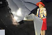 Zijne Majesteit Koning Willem-Alexander opent donderdagmiddag 13 maart officieel het nieuwe treinstation Rotterdam Centraal.De nieuwbouw van het spoordeel, de stationshal en directe omgeving duurde in totaal 9 jaar en kostte ruim 657 miljoen euro.Meest opvallende onderdeel van de nieuwbouw is het forse, spiegelende puntdak van roestvrij staal dat in de richting van het centrum wijst.Het gebouw kreeg daarom de bijnaam 'station kapsalon'. De naam verwijst naar het bakje waarin een Rotterdamse snack wordt geserveerd.<br /> <br /> His Majesty King Willem-Alexander opened Thursday afternoon March 13 officially the new Rotterdam Centraal.De railway station building cost more than 657 million euro.Most striking part of the new building is the large, reflective stainless steel gabled roof pointing towards the center.The building was therefore nicknamed 'Kapsalon'. The name refers to the container in which a Rotterdam snack is served.<br /> <br /> Op de foto / On the photo:  Marion Gout-van Sinderen - president-directeur bij ProRail