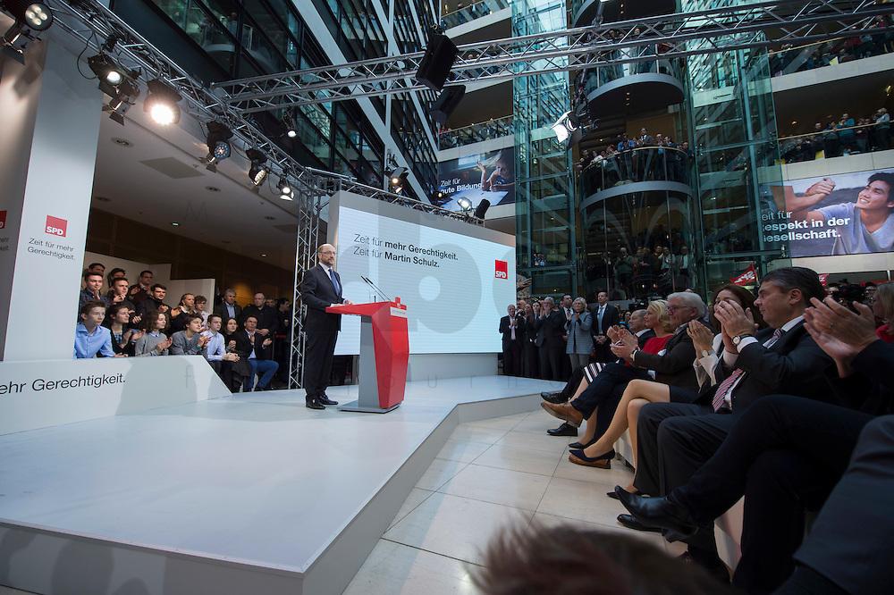 29 JAN 2016, BERLIN/GERMANY:<br /> Martin Schulz, SPD, Kanzlerkandidat, haelt seine Vorstellungsrede, Vorstellung von Schulz als Kanzlerkandidat der SPD zur Bundestagswahl, nach der Nominierung durch den SPD-Parteivorstand, Willy-Brandt-Haus<br /> IMAGE: 20170129-01-026<br /> KEYWORDS: Applaus, applaudieren, klatschen, &Uuml;bersicht, uebersicht