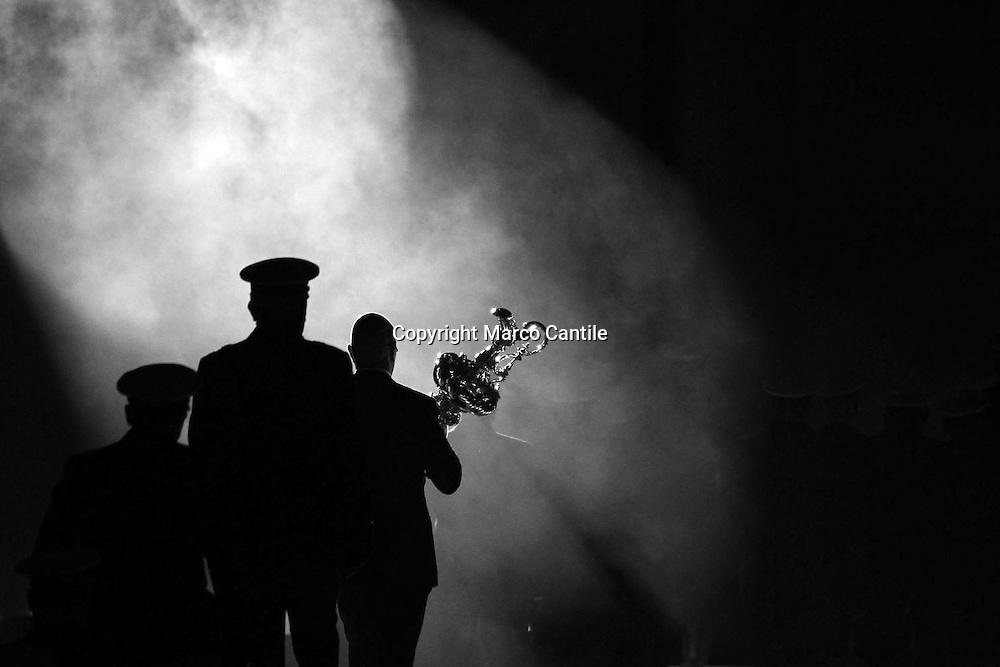 Foto Marco Cantile - LaPresse<br /> 11 04 2012 Napoli, Italia<br /> sport<br /> America's Cup World Series 2012 Napoli<br /> Nella foto: il trofeo<br /> <br /> Photo Marco Cantile - LaPresse<br /> 11 April 2012 Naples, Italy<br /> sport<br /> America's Cup 2012 World Series Naples<br /> In the picture: trophy