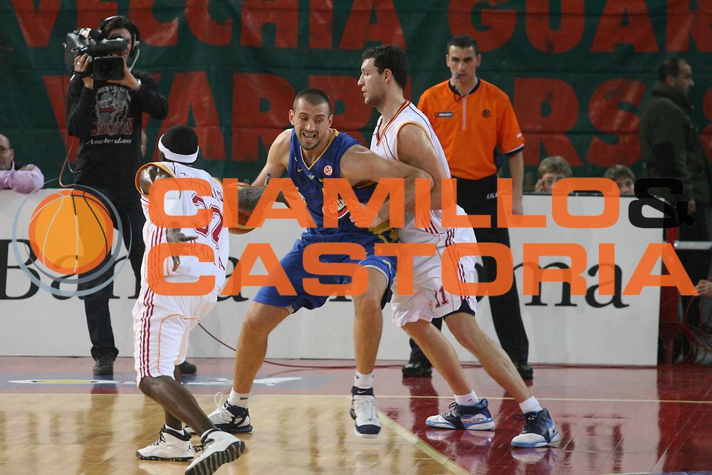 DESCRIZIONE : Roma Eurolega 2006-07 Lottomatica Virtus Roma Maccabi Tel Aviv <br />GIOCATORE : Vujcic<br />SQUADRA : Maccabi Tel Aaviv<br />EVENTO : Eurolega 2006-2007 <br />GARA : Lottomatica Virtus Roma Maccabi Tel Aviv <br />DATA : 04/01/2007 <br />CATEGORIA : Palleggio Sequenza<br />SPORT : Pallacanestro <br />AUTORE : Agenzia Ciamillo-Castoria/G.Ciamillo