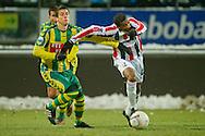 18-12-2010 ADO DEN HAAG - WILLEM II<br /> Giovanni Gravenbeek in duel met Kum<br /> foto: Geert van Erven