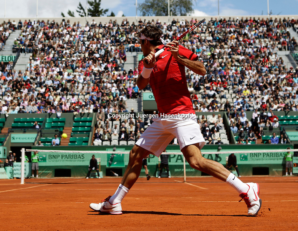 French Open 2011, Roland Garros,Paris,ITF Grand Slam Tennis Tournament . Roger Federer (SUI), Einzelbild,Aktion,