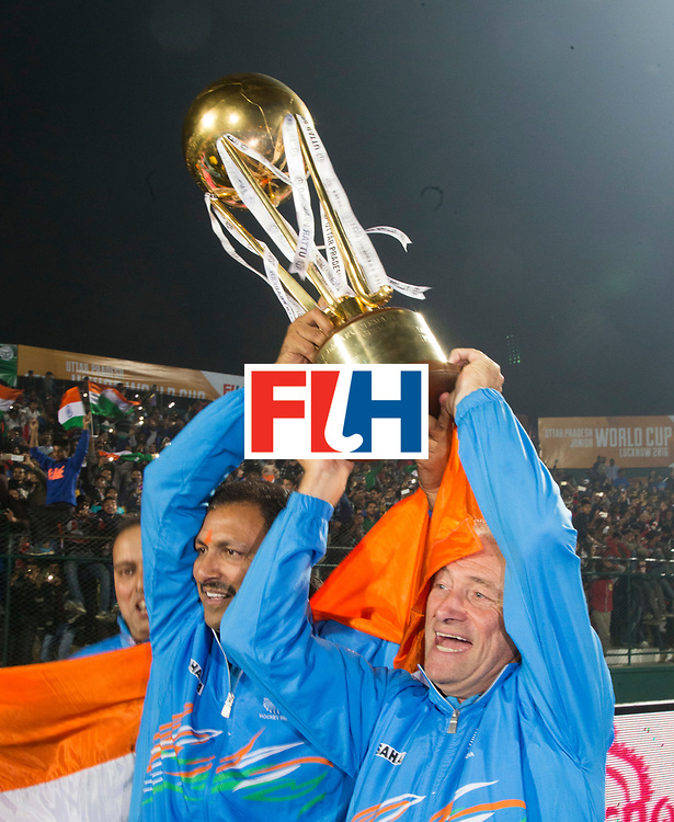 LUCKNOW (India) -   Junior World Cup hockey  U21 for men . final BELGIUM v INDIA. India is World Champion Juniors U21.  coach Harendra Singh (IND) and manager Roelant Oltmans (IND) with the worldcup. COPYRIGHT  KOEN SUYK
