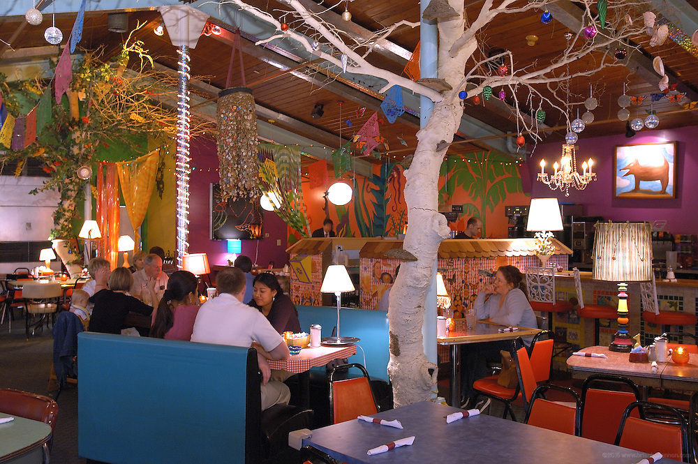 Inside Lynn's Paradise Cafe, Wednesday, April 26, 2006, in Louisville, Ky...Photo by Brian  Bohannon , Freelance.