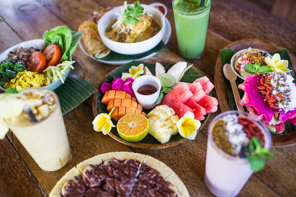 Red chicken coconut curry, Happy Fruits Salad, Be Buah Naga, Scrambled bumbu tofu, Banana Nutella Cheesecake, Power smoothie, Berryripe smoothie, and Troppo smoothie.