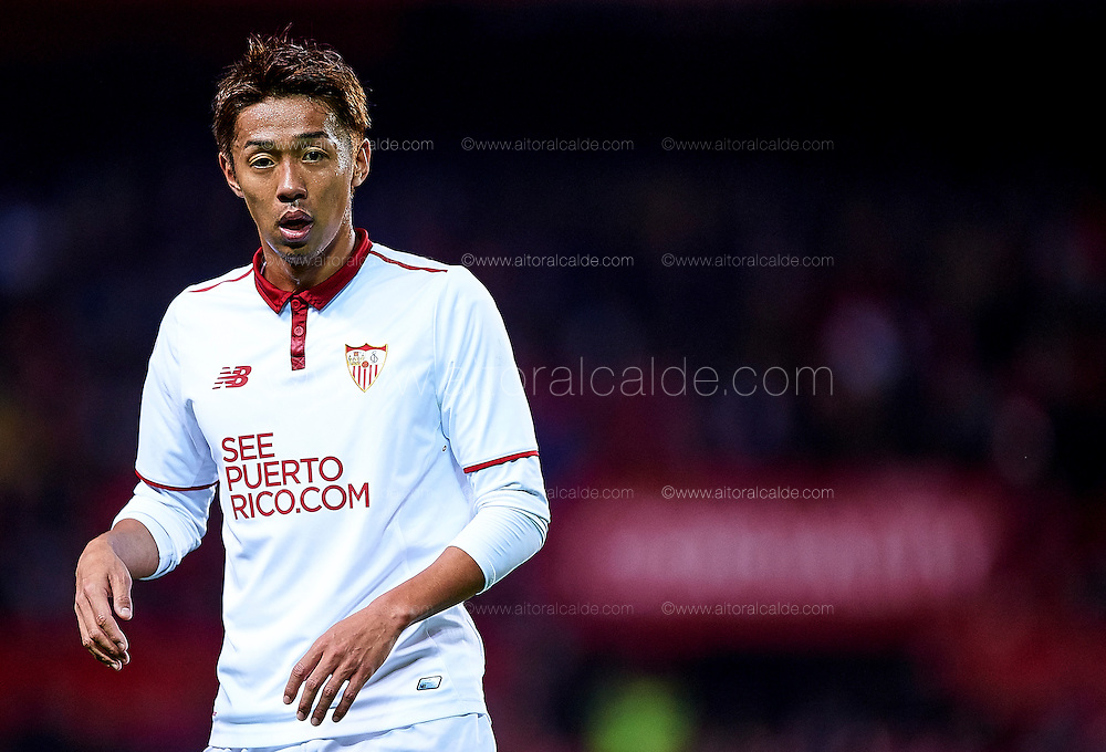 SEVILLE, SPAIN - NOVEMBER 26:  Hiroshi Kiyotake of Sevilla FC (looks on during the La Liga match between Sevilla FC and Valencia CF at Estadio Ramon Sanchez Pizjuan on November 26, 2016 in Seville, Spain.  (Photo by Aitor Alcalde Colomer/Getty Images)