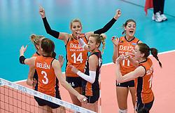03-10-2015 NED: Volleyball European Championship Semi Final Nederland - Turkije, Rotterdam<br /> Nederland verslaat Turkije in de halve finale met ruime cijfers 3-0 / Team Nederland plaatst zich voor de finale met Laura Dijkema #14, Anne Buijs #11, Lonneke Sloetjes #10, Debby Stam-Pilon #16