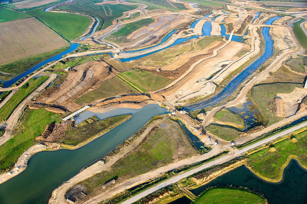 Nederland, Noord-Brabant, Werkendam, 28-10-2014; Ruimte voor de Rivier project Ontpoldering Noordwaard. Overzicht grondwerk t.b.v. de aanleg van meanderende kreken, inclusief nieuwe bruggen.<br /> De Noordwaard wordt ontpolderd door de dijken aan de rivierzijde gedeeltelijk af te graven, hierdoor kan derivier bij hoogwater via de Noordwaard sneller naar zee stromen. Gevolg van de ingrepen is ook dat de waterstand verder stroomopwaarts zal dalen.<br /> National Project Ruimte voor de Rivier (Room for the River) By lowering and / or moving the dike of the Noordwaard polder the area will become subject to controlled inundation and function as a dedicated water detention district. Houses and farmhouses will be constructed on new dwelling mounds. <br /> luchtfoto (toeslag op standard tarieven);<br /> aerial photo (additional fee required);<br /> copyright foto/photo Siebe Swart
