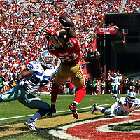 San Francisco 49ers running back Frank Gore (21) misses a catch against Dallas Cowboys inside linebacker Bradie James (56) during an NFL football game between the Dallas Cowboys and the San Francisco 49ers at Candlestick Park on Sunday, Sept. 18, 2011 in San Francisco, CA.   (Photo/Alex Menendez)
