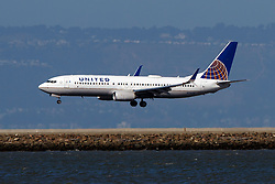 Boeing 737-824 (N78540) operated by United Airlines landing at San Francisco International Airport (KSFO), San Francisco, California, United States of America