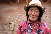 China. Gansu Province. Xiahe. Labrang tibetan monastery (Labuleng Si). Tibetan pelgrins. // Chine. Province du Gansu. Xiahe. Monastere tibétain de Labrang. Pelerins tibétain.