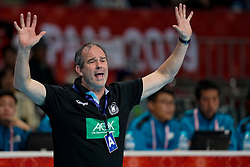 09-12-2019 JAP: Germany - Serbia, Kumamoto<br /> Second match Main Round Group1 at 24th IHF Women's Handball World Championship. Serbia wins in the last second of Germany 28-29 / Coach Henk Groener of Germany