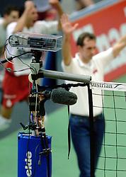 04-01-2006 VOLLEYBAL: CHAMPIONS LEAGUE ROESELARE - NESSELANDE: ROESELARE<br /> De ploeg van coach Peter Blangé bracht de cruciale uitwedstrijd tegen Knack Roeselare, al geplaatst, tot een goed einde: 3-2 / Pers - camera op het net / Media<br /> ©2005-WWW.FOTOHOOGENDOORN.NL
