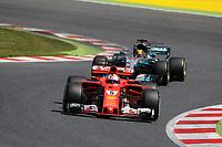 Barcellona - Gran Premio di Spagna - nella foto: Sebastian Vettel davanti a Lewis Hamilton