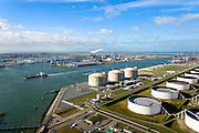Nederland, Zuid-Holland, Rotterdam, 23-10-2013; Maasvlakte met Gate terminal, aanlandstation voor LNG (liquefied natural gas) aan de Yangtzehaven. Olietanks aan de Peteroleumhaven in de voorgrond, ECT Delta Terminal in de achtergrond.<br /> Gate terminal for LNG with 8th Petroleum basin in the foreground. ECT Delta Terminal in the background.<br /> luchtfoto (toeslag op standard tarieven);<br /> aerial photo (additional fee required);<br /> copyright foto/photo Siebe Swart