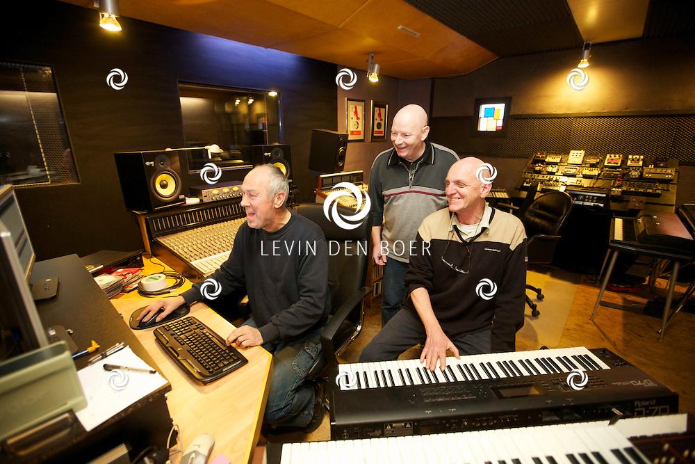 ROSSUM - In Studio Cell 4 zijn de heren Piet Krens van Studio Cell 4, Coert Coehoorn en Tom Leenhouwers geportretteerd. FOTO LEVIN DEN BOER - PERSFOTO.NU