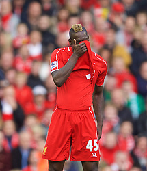 25.10.2014, Anfield, Liverpool, ENG, Premier League, FC Liverpool vs Hull City, 9. Runde, im Bild Liverpool's Mario Balotelli in action against Hull City // during the English Premier League 9th round match between Liverpool FC and Hull City at the Anfield in Liverpool, Great Britain on 2014/10/25. EXPA Pictures © 2014, PhotoCredit: EXPA/ Propagandaphoto/ David Rawcliffe<br /> <br /> *****ATTENTION - OUT of ENG, GBR*****