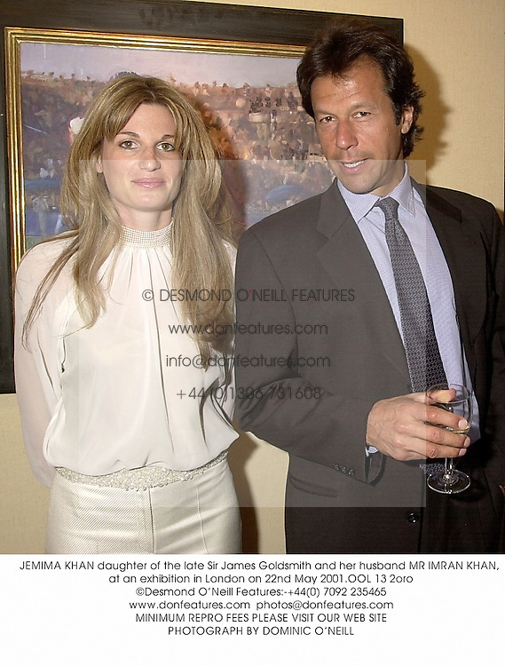 JEMIMA KHAN daughter of the late Sir James Goldsmith and her husband MR IMRAN KHAN, at an exhibition in London on 22nd May 2001.	OOL 13 2oro