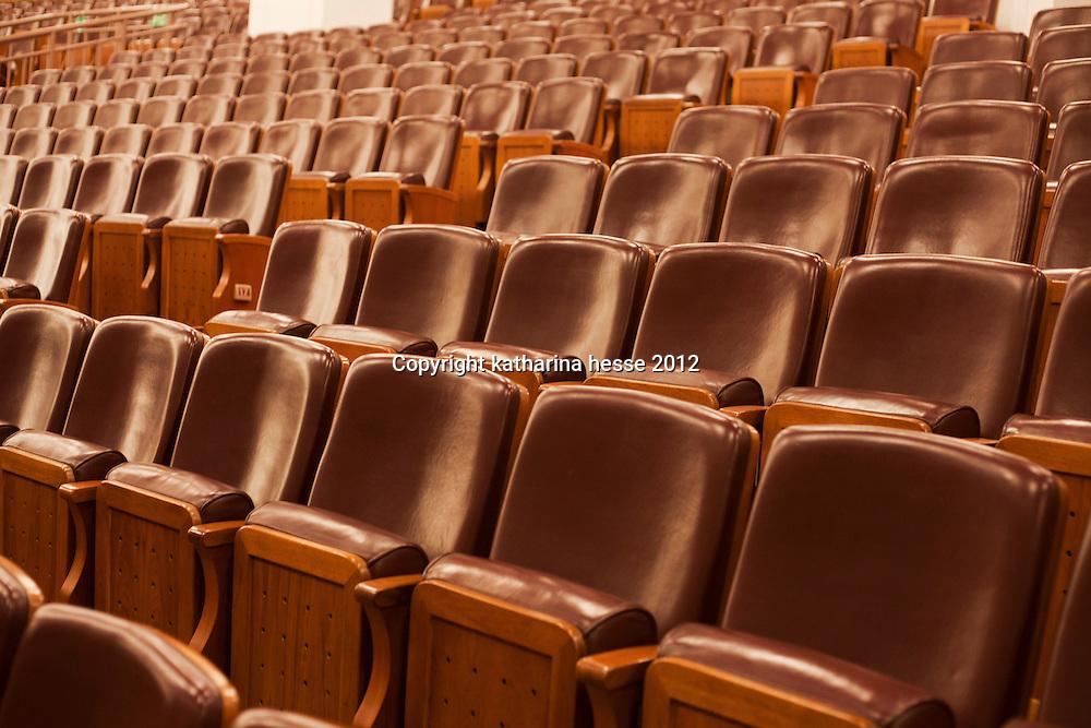 BEIJING, NOV. 8, 2012 :Leere Baenke vor Beginn des 18 . National Kongresses.