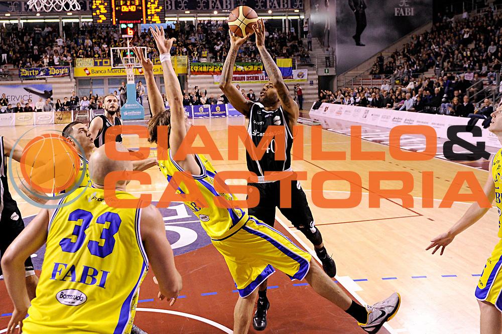 DESCRIZIONE : Ancona Lega A 2011-12 Fabi Shoes Montegranaro Canadian Solar Bologna<br /> GIOCATORE : Giuseppe Poeta<br /> CATEGORIA : tiro penetrazione<br /> SQUADRA : Canadian Solar Bologna<br /> EVENTO : Campionato Lega A 2011-2012<br /> GARA : Fabi Shoes Montegranaro Canadian Solar Bologna<br /> DATA : 20/11/2011<br /> SPORT : Pallacanestro<br /> AUTORE : Agenzia Ciamillo-Castoria/C.De Massis<br /> Galleria : Lega Basket A 2011-2012<br /> Fotonotizia : Ancona Lega A 2011-12 Fabi Shoes Montegranaro Canadian Solar Bologna<br /> Predefinita :