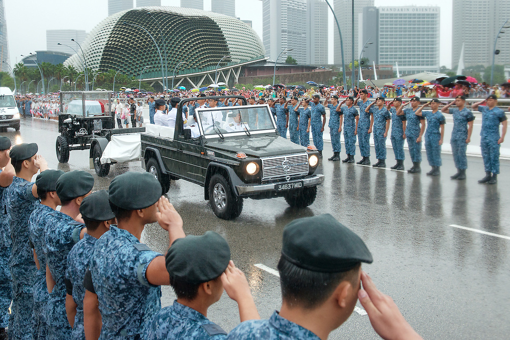 Public line up to bid farewell and the soldiers salute when Mr Lee Kuan Yew's gun carriage procession arrive at Esplanade Drive
