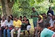 Projet ACOSME pour la santé mère-enfant en Haïti (projet de l'USI et du CECI, financement AMC). Clinique médicale Soaring de Pister. Département du Nord. Réunion communautaire pour la constitution du comité de femmes utilisatrices (CFU) de Pister.