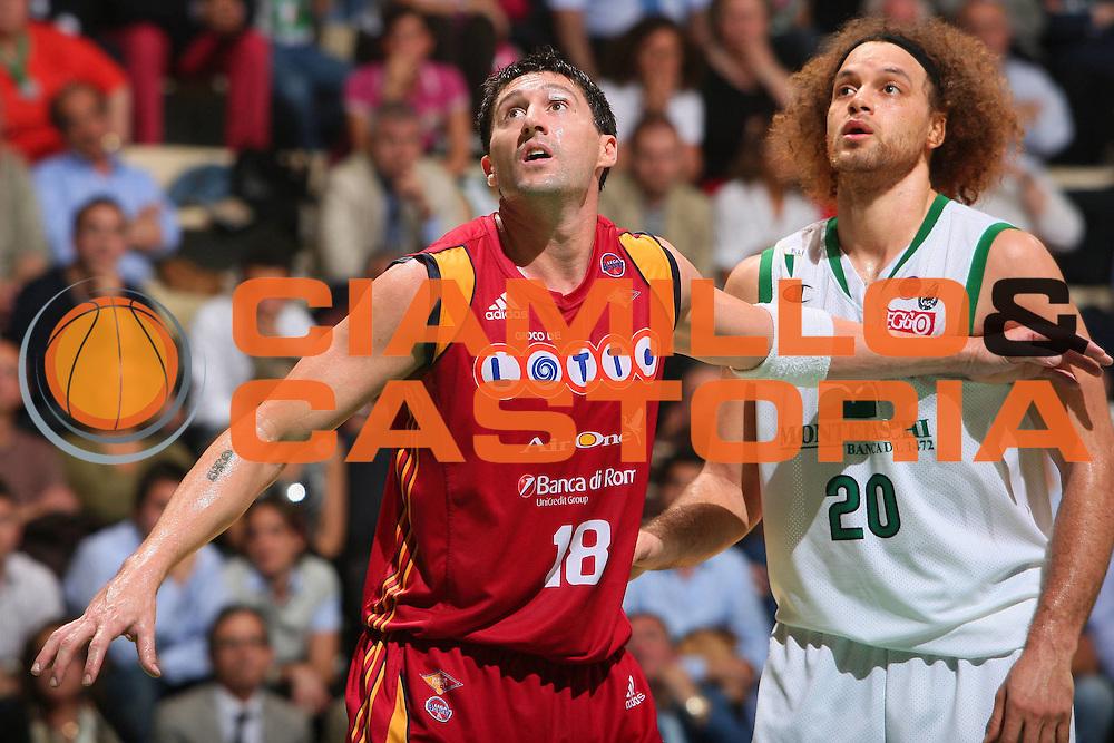 DESCRIZIONE : Siena Lega A1 2007-08 Playoff Finale Gara 2 Montepaschi Siena Lottomatica Virtus Roma <br /> GIOCATORE : Roberto Gabini Shaun Stonerook <br /> SQUADRA : Lottomatica Virtus Roma <br /> EVENTO : Campionato Lega A1 2007-2008 <br /> GARA : Montepaschi Siena Lottomatica Virtus Roma <br /> DATA : 05/06/2008 <br /> CATEGORIA : Rimbalzo <br /> SPORT : Pallacanestro <br /> AUTORE : Agenzia Ciamillo-Castoria/S.Silvestri