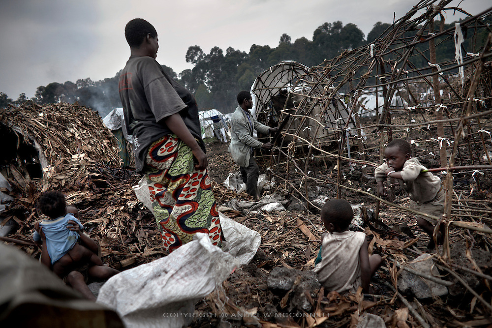 A family displaced by the conflict build a shelter  in Mugunga 1 IDP site, home to some 10,000 people, in Goma, North Kivu, DRC.