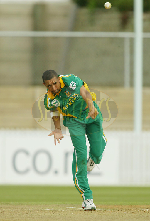 11th February 2004. Cricket, South African tour of New Zealand, Westpac Park, Hamilton, New Zealand..South Africa vs Northern Knights..Robin Peterson (SA) bowling.South Africa won by 6 wickets..Please credit: Sandra Teddy/ Photosport