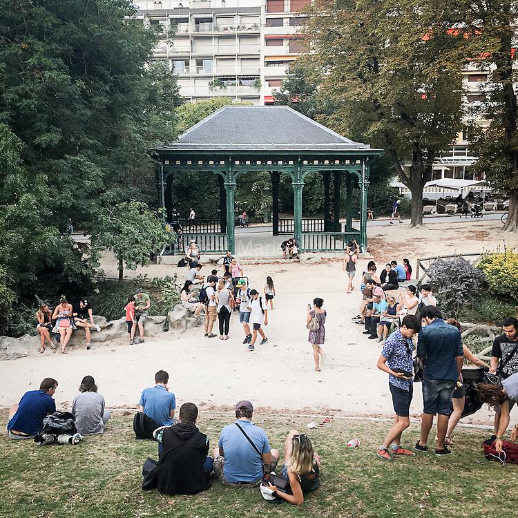 Chasse au Pokemon, fin août - Parc de Montsouris, 14e arr. de Paris
