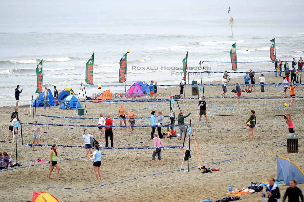 01-06-2008 VOLLEYBAL: DUTCH MASTERS BEACHVOLLEYBALL: SCHEVENINGEN<br /> Starnd Zee Beachvolleybal de Pier<br /> &copy;2008-WWW.FOTOHOOGENDOORN.NL