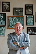 Uwe Seeler   (* 5. November 1936 in Hamburg) ist ein ehemaliger deutscher Fußballspieler. Er galt in seiner aktiven Zeit als einer der besten Mittelstürmer der Welt. Mit ihm als Mannschaftskapitän wurde das deutsche Team bei der Weltmeisterschaft 1966 Vizeweltmeister. 29.06.08 Hamburg