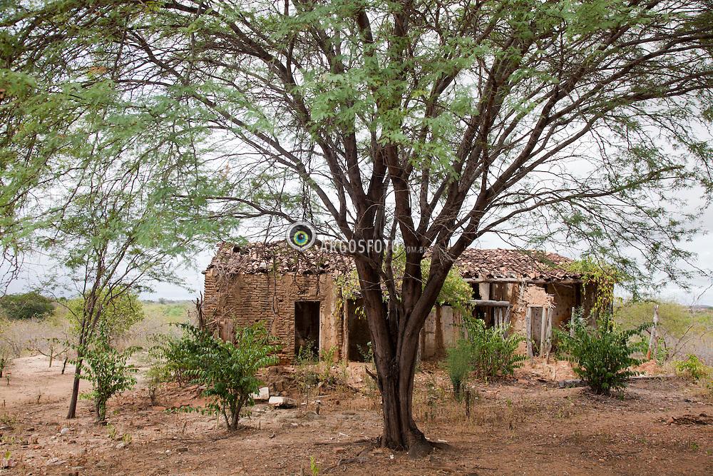Ruinas da casa e capela da Fazenda Humaita, uma das mais antigas habitacoes na regiao de Parnamirim-PE.