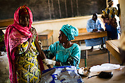 Fassouma Adamou vaccinates a woman at a MSF vaccination site in Safin Raffi, Niger on Friday April 17, 2009.