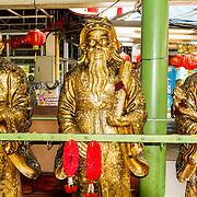 THA/Bangkok/201607111 - Vakantie Thailand 2016 Bangkok, Gouden  beelden in de Wat Arun Tempel in Bangkok
