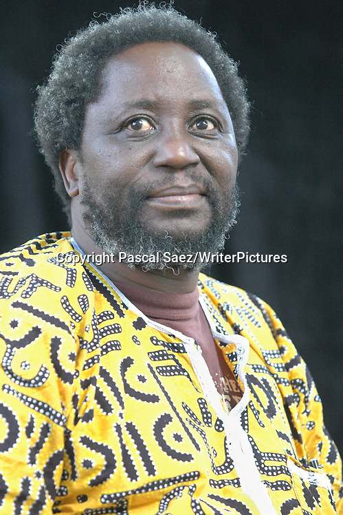 Zimbabwean poet and writer Chenjarai Hove, who now lives in exile in Norway, at the Edinburgh International Book Festival 2005<br /> <br /> Copyright Pascal Saez<br /> Pascal Saez / Writer Pictures