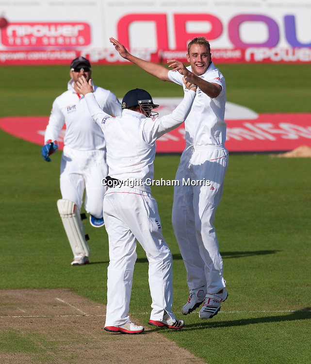 Thisara Perera is out caught by Ian Bell (left) off Stuart Broad (right) during the first npower Test Match between England and Sri Lanka at the SWALEC Stadium, Cardiff.  Photo: Graham Morris (Tel: +44(0)20 8969 4192 Email: sales@cricketpix.com) 30/05/11