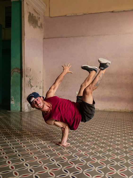 Lisa Slivka and I had 2 awesome photo sessions with breakdancers and jugglers in Cienfuegos