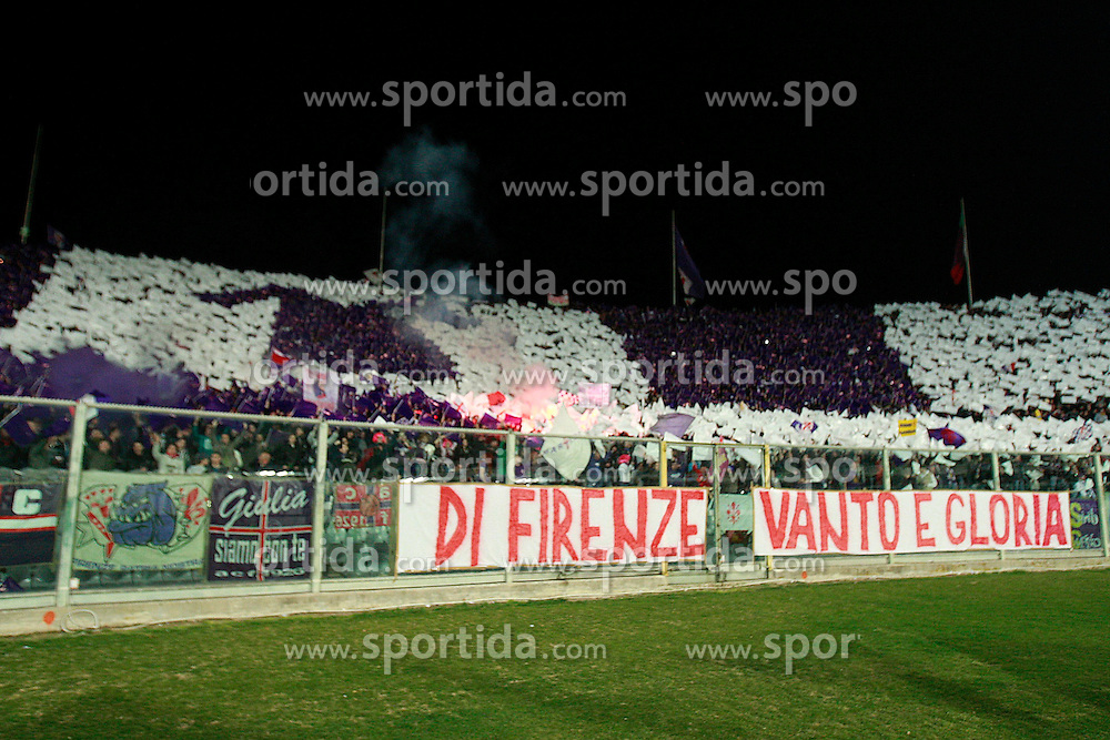 17.03.2012, Stadion Artemio Franchi, Florenz, ITA, Serie A, AC Florenz vs Juventus Turin, 28. Spieltag, im Bild Fiorentina-Fans vor dem Spiel, // during the football match of Italian 'Serie A' league, 28th round, between AC Florenz and Juventus Turin at Stadium Artemio Franchi, Florence, Italy on 2012/03/17. EXPA Pictures © 2012, PhotoCredit: EXPA/ Insidefoto/ Paolo Nucci..***** ATTENTION - for AUT, SLO, CRO, SRB, SUI and SWE only *****