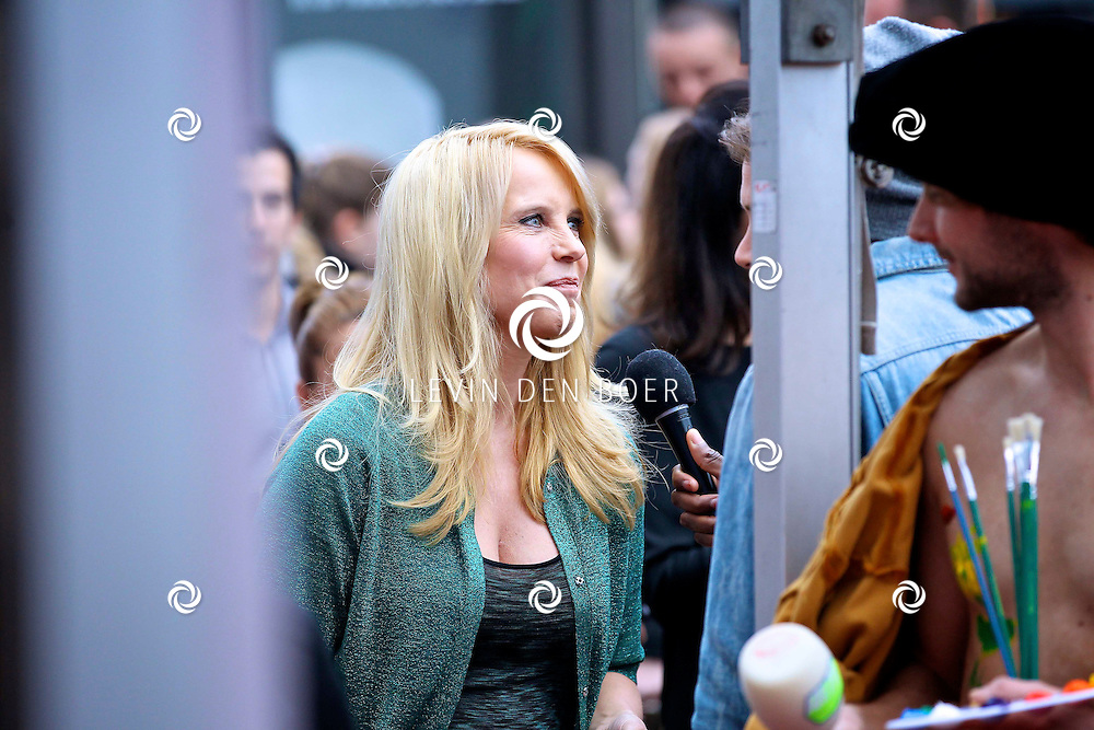 AMSTERDAM - In discotheek De Escape op het Rembrandtplein zijn weer de Rembrandt Awards 2012 uitgereikt.  Met op de foto Linda de Mol. FOTO LEVIN DEN BOER - PERSFOTO.NU