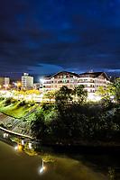 Prefeitura Municipal de Blumenau e Avenida Beira Rio ao anoitecer. Blumenau, Santa Catarina, Brasil. / <br /> City Hall and Beira Rio Avenue at evening. Blumenau, Santa Catarina, Brazil.