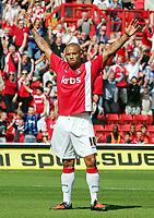 Fotball<br /> England<br /> Foto: Fotosports/Digitalsport<br /> NORWAY ONLY<br /> <br /> Charlton Athletic FC vs Brentford FC League 1 05/09/09<br /> <br /> Deon Burton celebrates scoring Charlton's 1st goal.